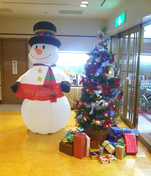 スノーマンとクリスマスツリー