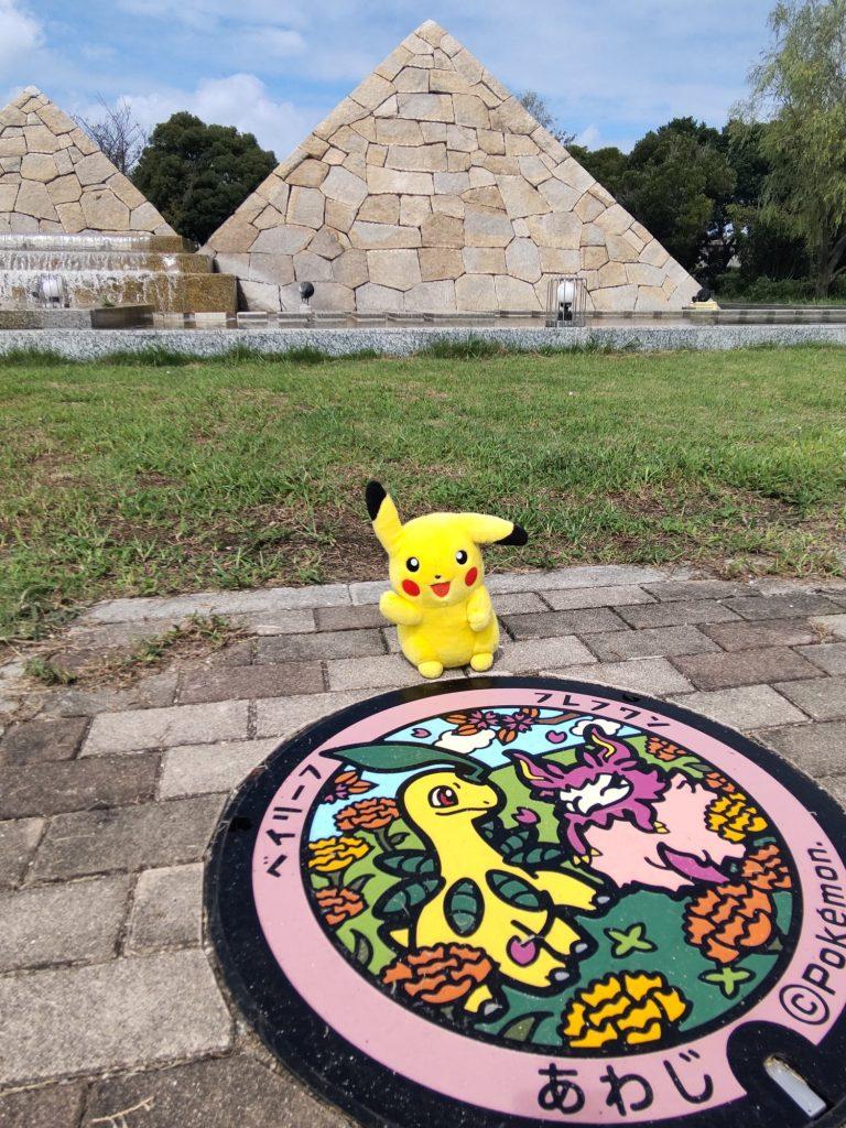 北淡震災記念公園には、「ベイリーフ」「フレフワン」が震災公園の「べっちゃナイロック」右手前に