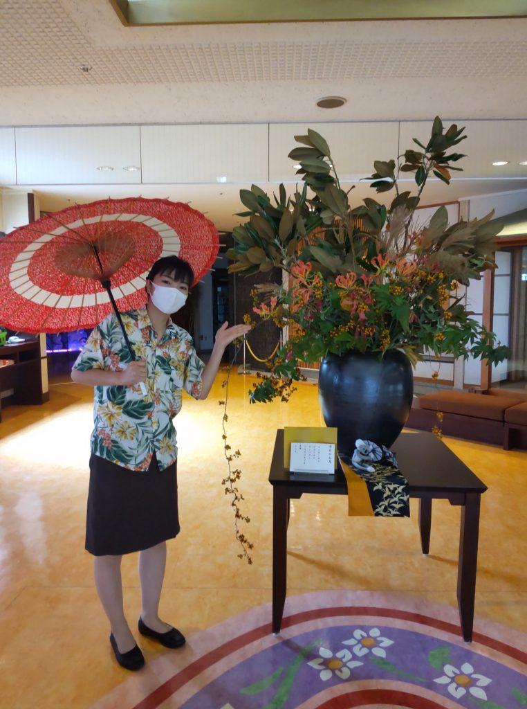 インスタをメインで管理しているのが、花と一緒に写っている Kさんです
